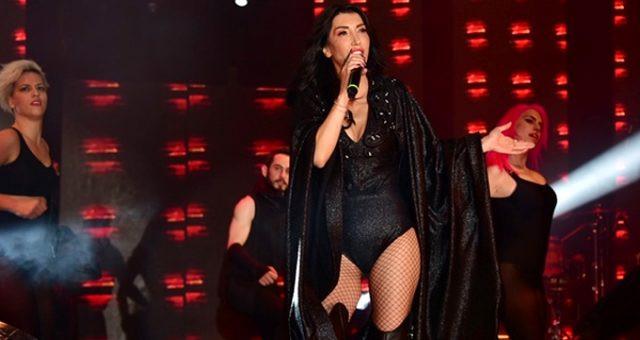 Hande Yener, kendisine ''abla'' diyen hayranını fena bozdu !