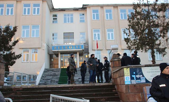 Görevden alınan HDP'lilere terör gözaltısı