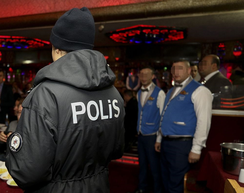 Ankara'da pavyonlara polis baskını