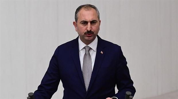 Adalet Bakanı Abdulhamit Gül, Haznevi Tarıkatı'nın liderinin öptü
