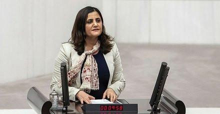 HDP'li milletvekili Mehmetçik'e ateş açan teröristi masum ilan etti!