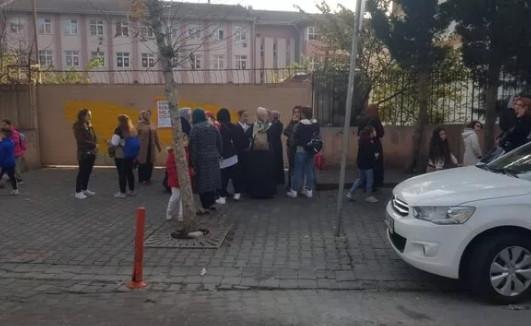 İstanbul'da okulda öğretmen dayağı iddiası! Veliler ayaklandı