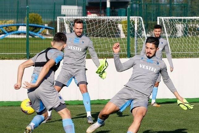 Trabzonspor yıldız futbolcuyu Türkiye'ye davet etti