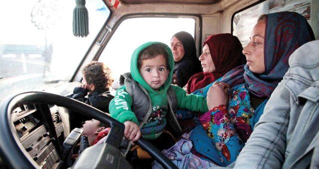 Sınıra göç eden 80 bin Suriyeli, Türkiye'ye alınacak mı ?
