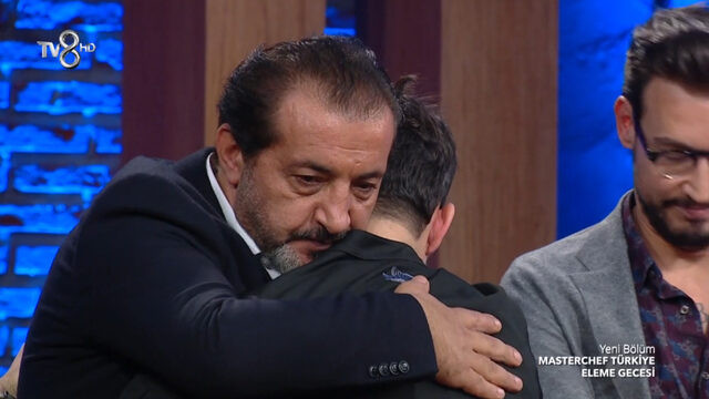 MasterChef'te ağlatan eleme! Mehmet Şef gözyaşlarını tutamadı