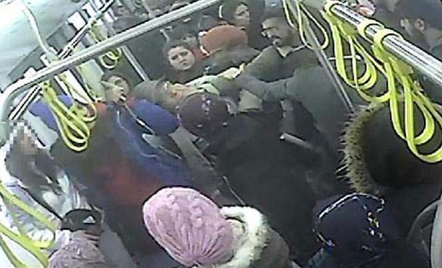 Halk otobüsünde tacizciye dayak kamerada
