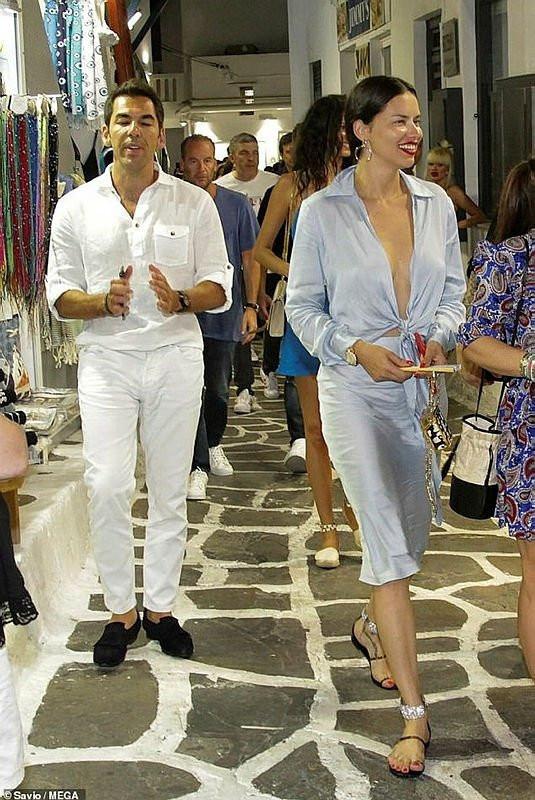 Adriana Lima ile ayrılan Emir Uyar eski aşkına geri döndü
