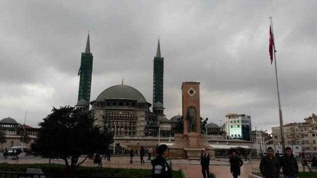 İstanbul'da gündüz geceye döndü