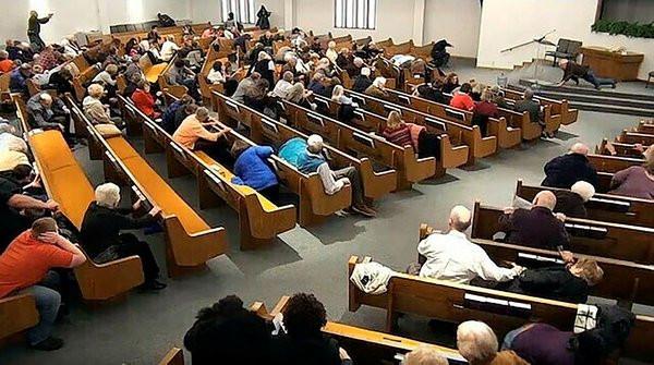 Kilisede Pazar ayini kana bulandı: 3 ölü