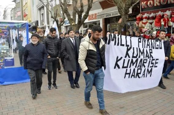 Sokağa çıkıp, Milli Piyango'yu ve yılbaşını protesto ettiler