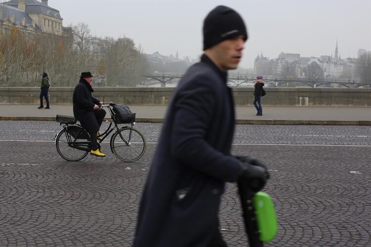 Fransa'da yeni kriz ! Ülkede hayat durdu