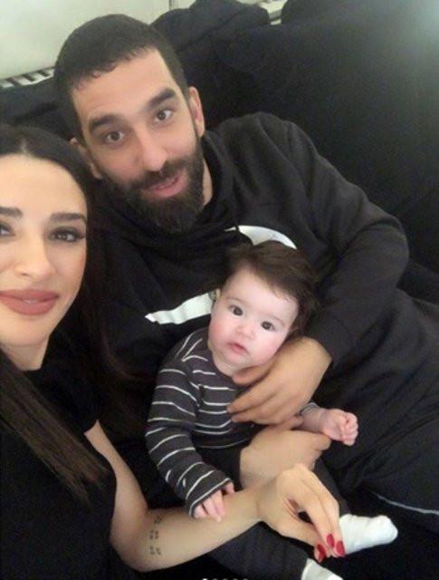 Arda Turan'dan eşi Aslıhan Doğan Turan'a romantik kutlama