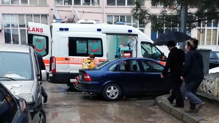 Ambulans sokağa giremeyince... Şoke eden olay !