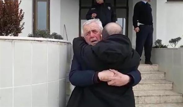 Baba ve oğlundan duygulandıran kavuşma
