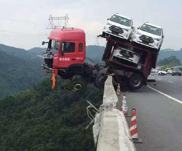 Sürücülerin başına gelen akıl almaz kazalar