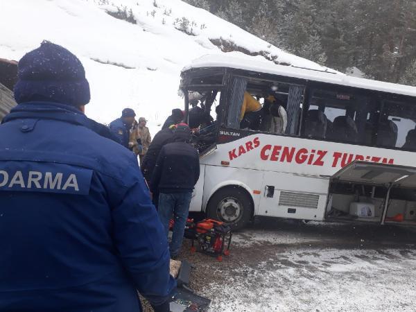 Kars'ta korkunç kaza ! Can pazarı yaşandı