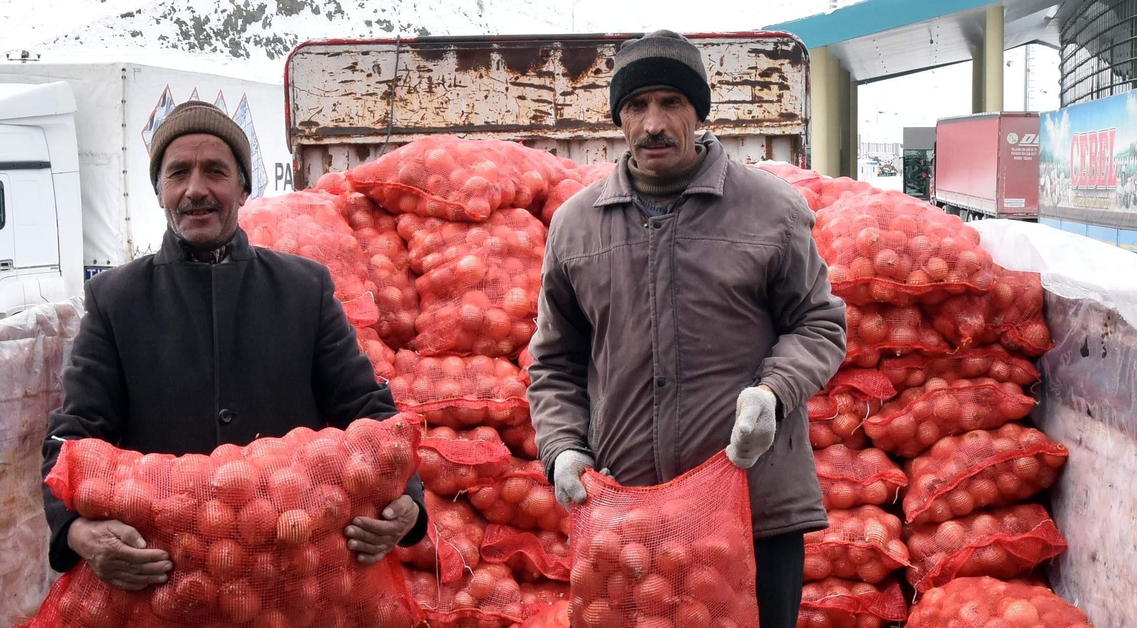 İthal soğanlar Türkiye'ye giriş yaptı