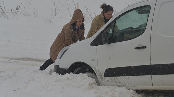 Kar İstanbul'un yanı başına kadar geldi ! Beyaza büründü...