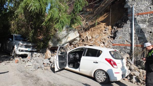 Beykoz'da evin istinat duvarı çöktü
