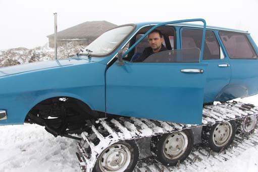 77 model binek otomobilini kar aracına çevirdi