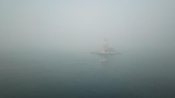 İstanbul'da bugün... Kız Kulesi siste görünmez oldu !