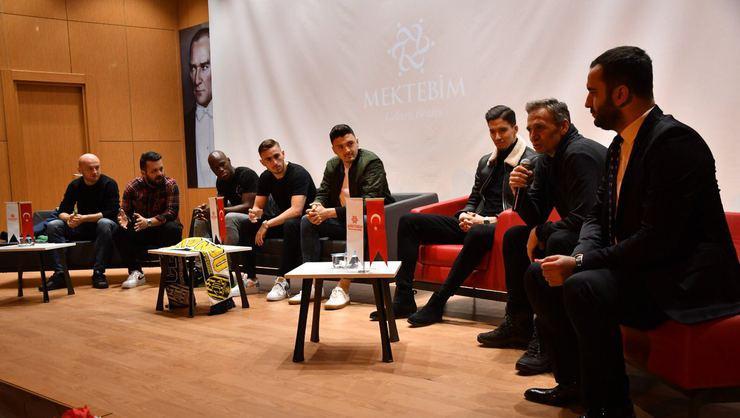 MKE Ankaragücü'nün 5 futbolcusu, öğrencilerle bir araya geldi