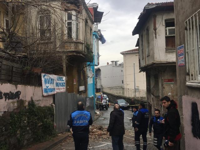 Fatih'te korkutan olay ! Sokak kapatıldı