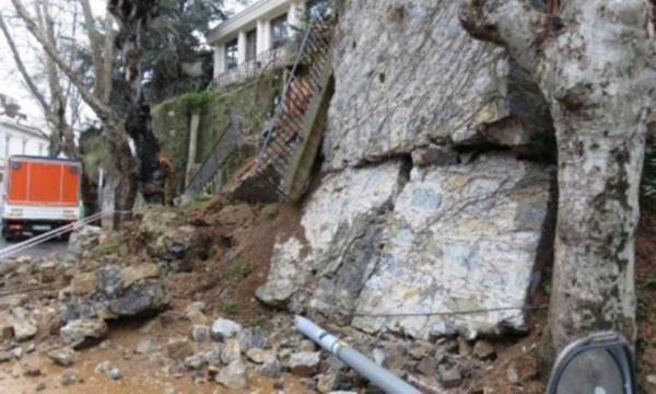 İstanbul'da istinat duvarı çöktü !