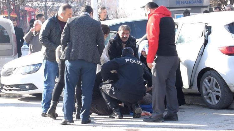 Polisler ölümden döndü ! Kalp krizi geçiren sürücü...