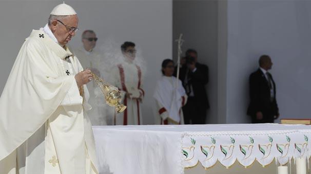Papa Maduro'nun teklifini kabul etti