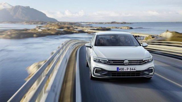 Makyajlı VW Passat'ın Avrupa versiyonu tanıtıldı