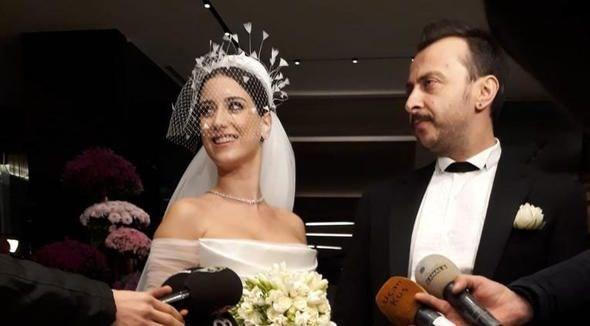 Hazal Kaya ile Ali Atay evlendi ! Düğüne ünlü akını