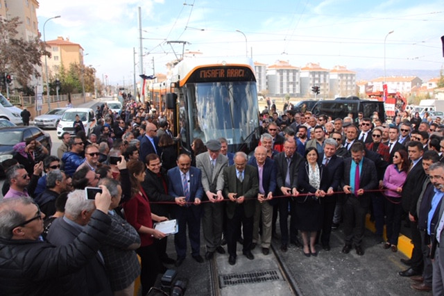 Büyükerşen Eskişehir'in yeni tramvay hattını açtı