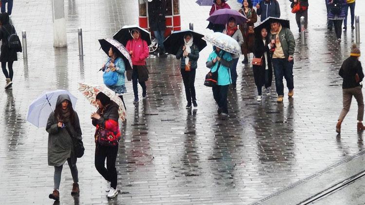 Meteoroloji yarın için uyardı Şemsiyesiz dışarı çıkmayın...