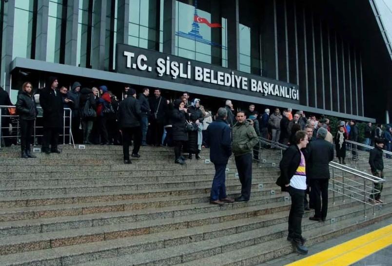 CHP'li Şişli Belediyesi'nin makam odasına haciz geldi