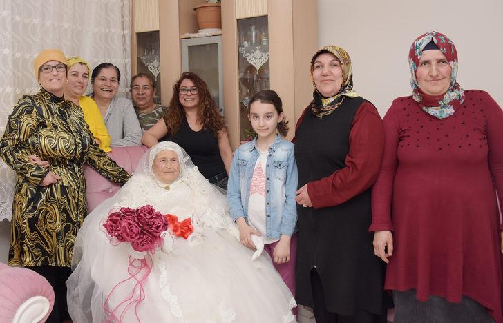 Türkiye'nin en yaşlı gelini: 89'unda gelinlik giydi