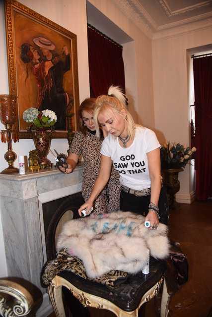 Ömür Gedik ile Pınar Eliçe Bülent kürkleri kesti!