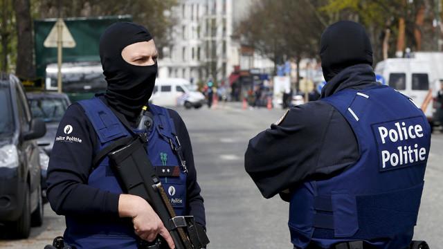 Brüksel'de bomba alarmı ! Binalar tahliye edildi