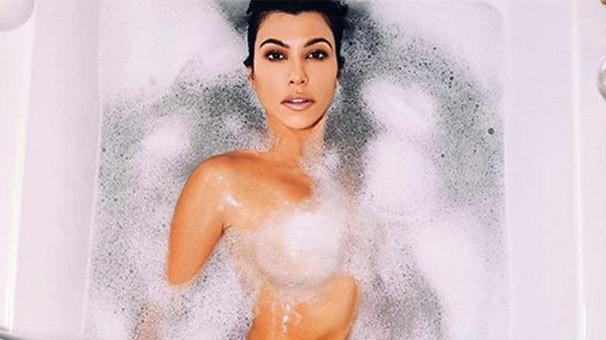 Kourtney Kardashian'dan çıplak poz