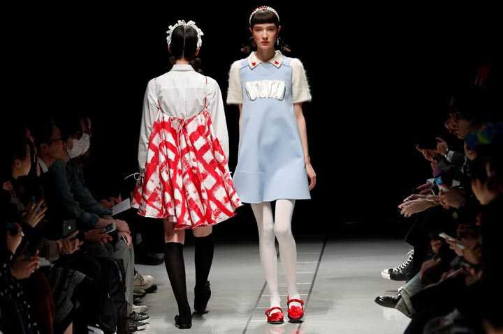 Tokyo Moda haftasında çarpıcı tasarımlar yer aldı