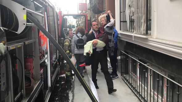 Vatandaşlar onu, o kedisini kurtardı