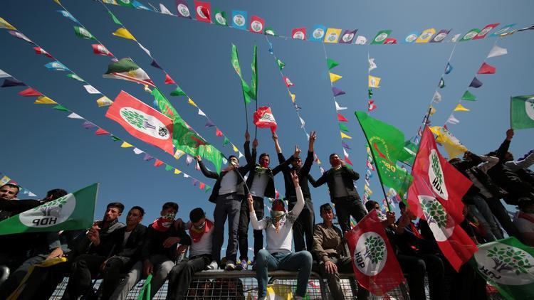 İzmir'de PKK sloganları atıldı