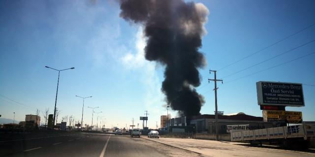 Aksaray'da depo yangını ! Dumanlar gökyüzünü kapladı