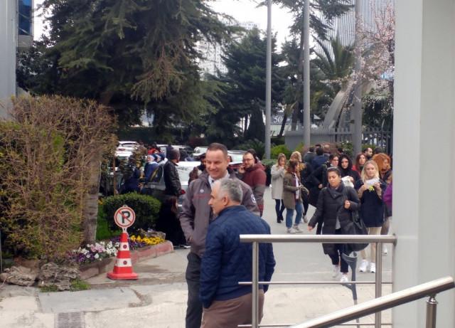 İstanbul'da ağır koku alarmı ! Bina tahliye edildi