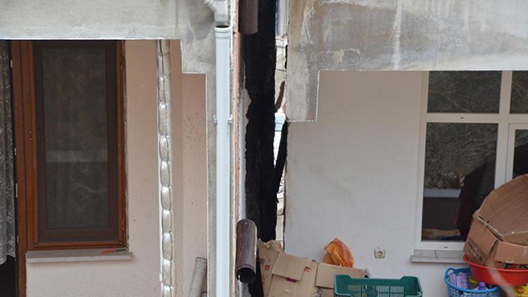 Binalardaki çatlaklar herkesi mağdur etti