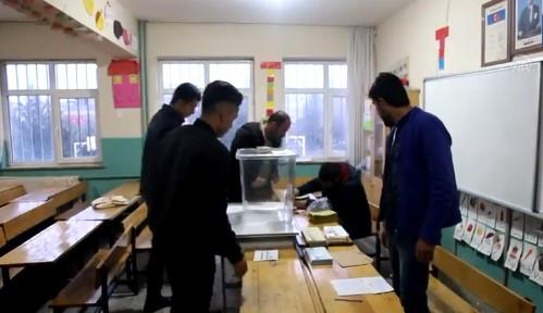 Tüm yurtta oy verme işlemi sona erdi ! Sayıma geçildi