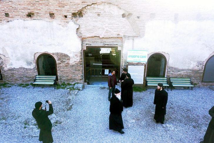 Ayasofya Orhan Camii'nde papazlara ''ayin'' engeli