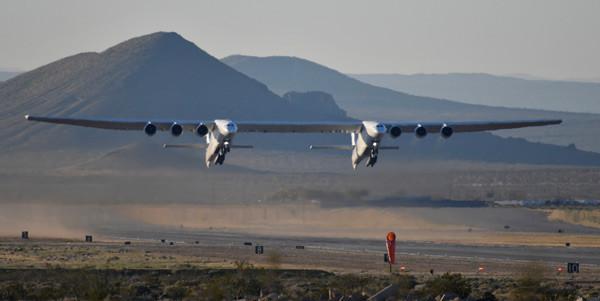 Dünyanın en büyük uçağı havalandı - Resim: 1