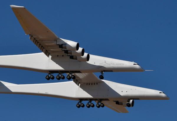 Dünyanın en büyük uçağı havalandı - Resim: 2