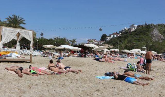 Antalya'ya yaz erken geldi